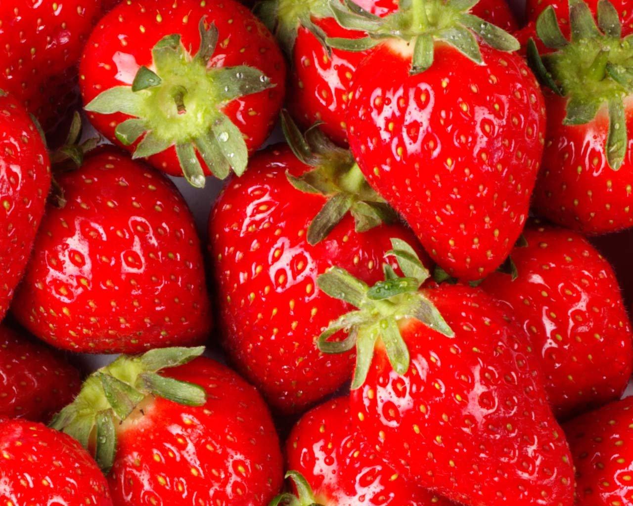 Foods-that-control-Diabetes-Strawberries