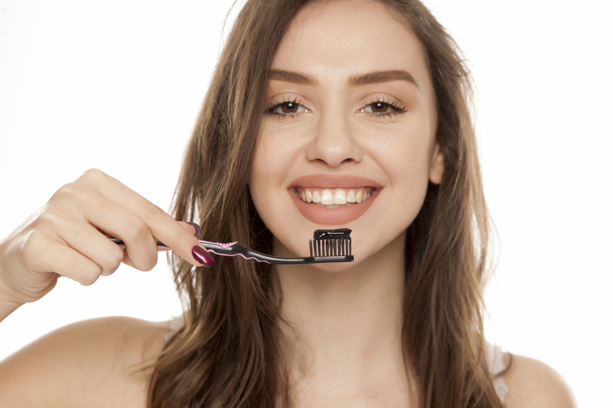 Benefits-of-activated-charcoal:-Tooth-whitening