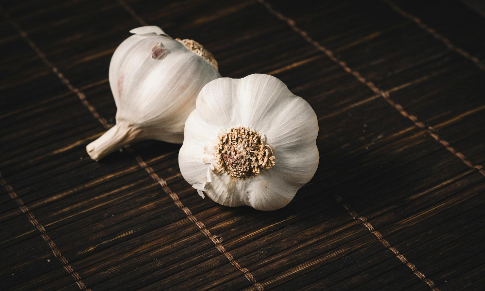 Home-remedy-for-stuffy-nose:-Use-garlic