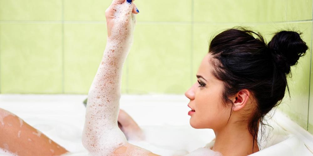 Ways-to-stop-body-odor:-Regular-body-hygiene