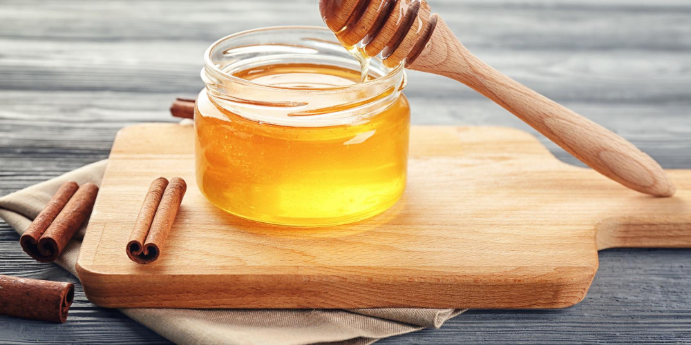 Best-neck-pain-relief-naturally:-Honey-and-cinnamon-powder