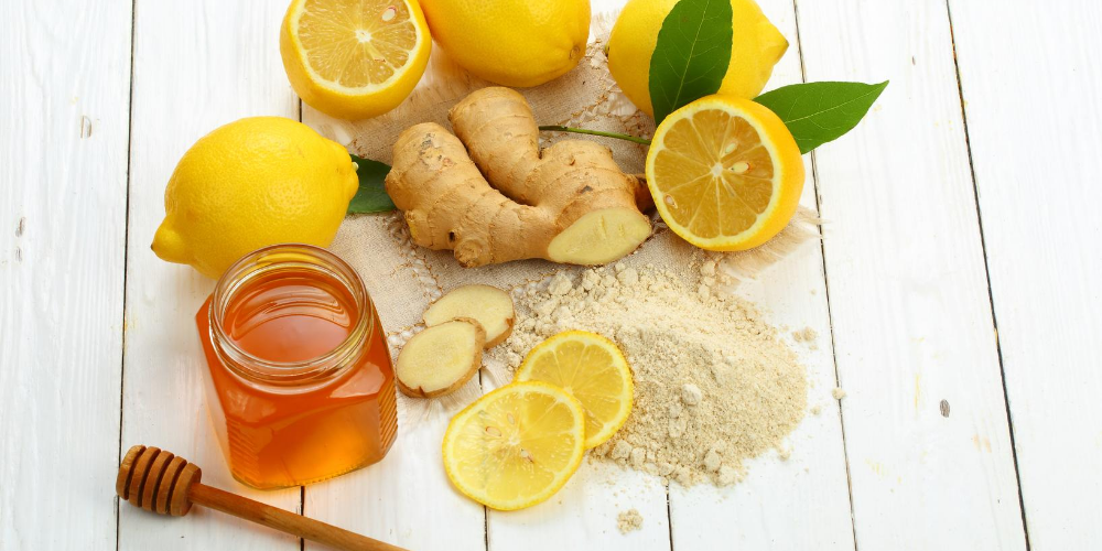 Natural-remedies-for-dry-cough:-Honey-combined-with-fresh-ginger