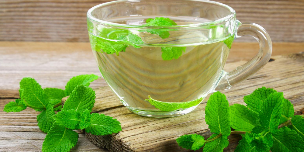 Home-remedy-for-toothache-pain:-Drink-mint-tea