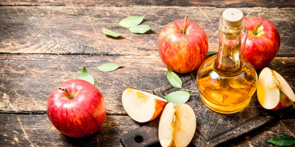 Ways-for-acne-treatment-at-home:-Use-apple-cider-vinegar