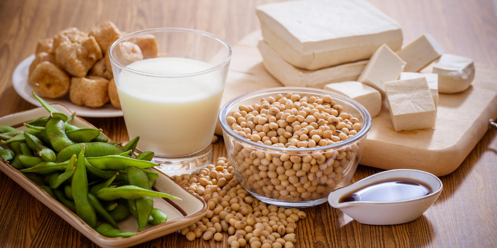 Bone-strengthening-foods:-Almonds,-soy,-cashews
